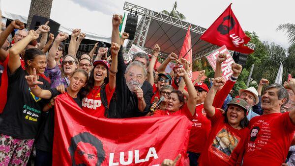 Una manifestación a favor de la puesta en libertad de Luiz Inácio Lula da Silva - Sputnik Mundo