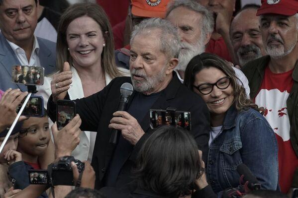 El expresidente brasileño Lula da Silva y su novia Rosangela da Silva - Sputnik Mundo