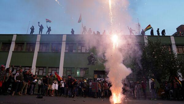 Opositores y policías en Cochabamba - Sputnik Mundo