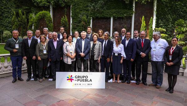 El presidente electo de Argentina, Alberto Fernández, junto a líderes políticos del Grupo de Puebla - Sputnik Mundo