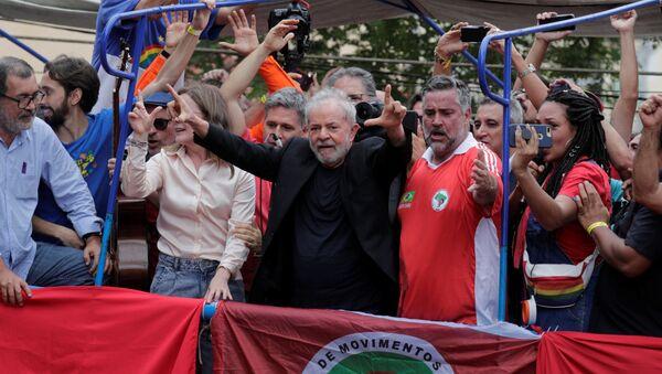 Lula se dirige a sus seguidores antes de su gira por Brasil - Sputnik Mundo