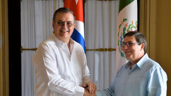 El secretario de Relaciones Exteriores de México, Marcelo Luis Ebrard, con su homólogo cubano, Bruno Rodríguez Parrilla - Sputnik Mundo
