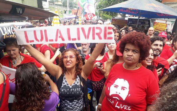 Seguidores del expresidente brasileño Luiz Inácio Lula da Silva  - Sputnik Mundo