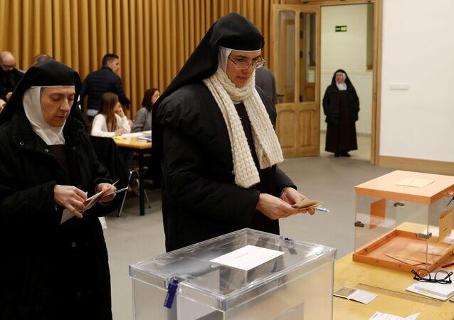 Los primeros votantes de las elecciones en España