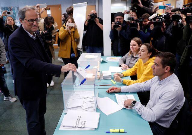 El presidente de Cataluña, Quim Torra, vota en las elecciones generales