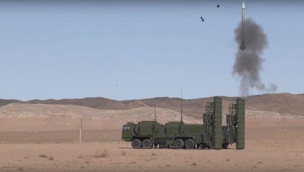 Pruebas del sistema de defensa antiaérea FD-2000 - Sputnik Mundo