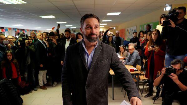 El líder el partido español de extrema derecha Vox vota en las elecciones generales del 10 de noviembre - Sputnik Mundo