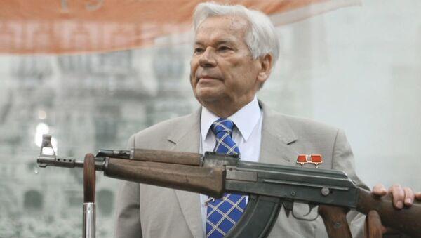 Kaláshnikov: la centenaria historia del inventor del arma más famosa del mundo - Sputnik Mundo