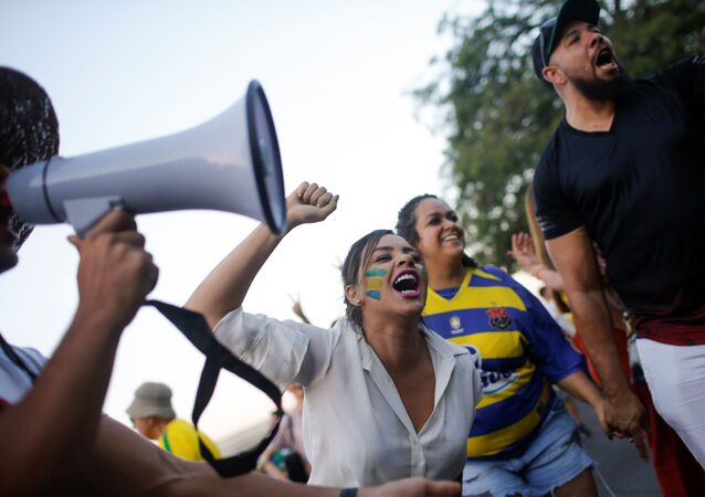 Manifestantes participan en una protesta contra el expresidente de Brasil Luiz Inácio Lula da Silva