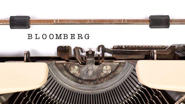 Bloomberg tecleado en una máquina de escribir - Sputnik Mundo