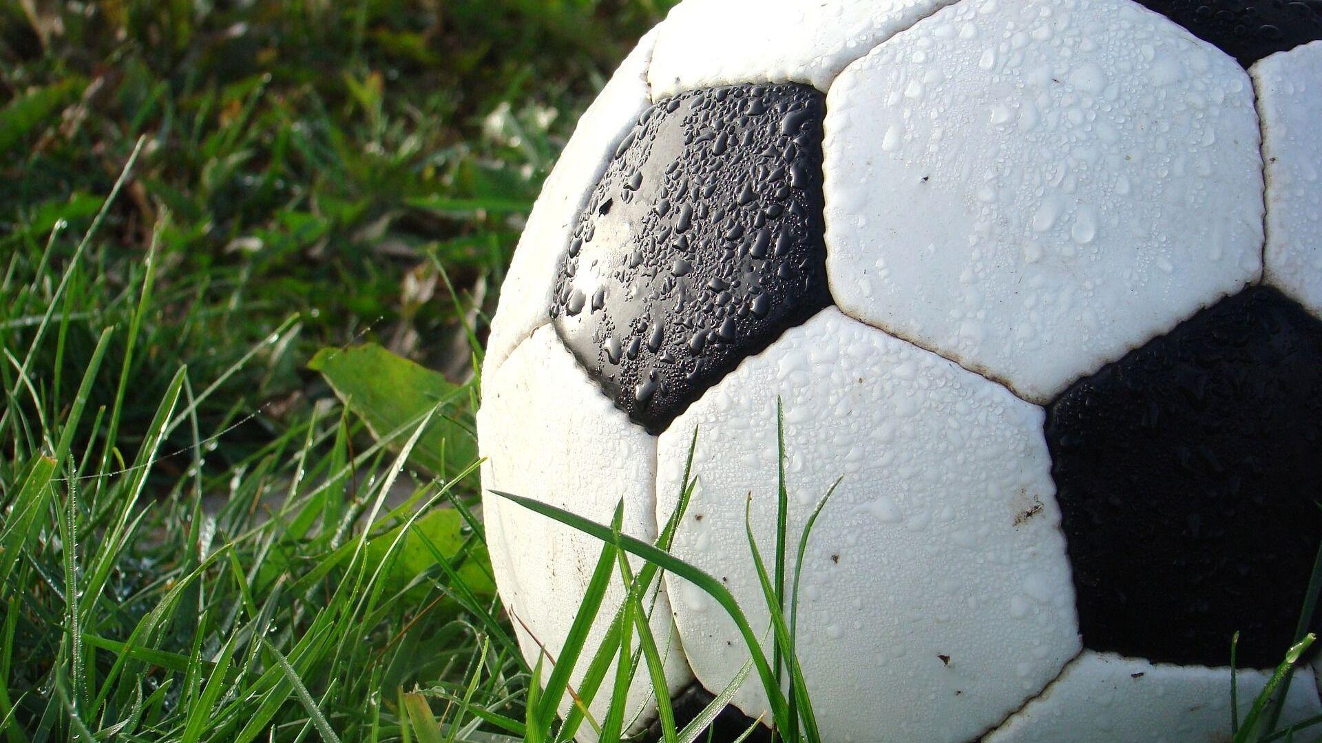 Un balón de fútbol  - Sputnik Mundo, 1920, 19.07.2021