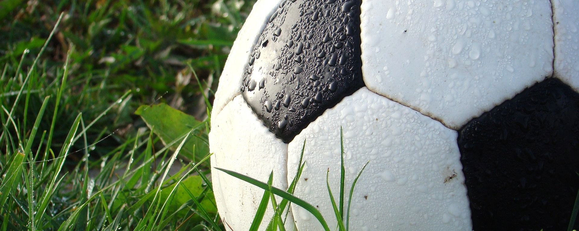 Un balón de fútbol  - Sputnik Mundo, 1920, 04.08.2021