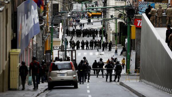 Miembros de Seguridad boliviana participan en protestas en La Paz - Sputnik Mundo