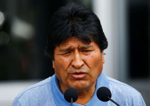 Evo Morales dando discurso al llegar a México
