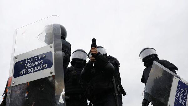 La policía en Cataluña - Sputnik Mundo