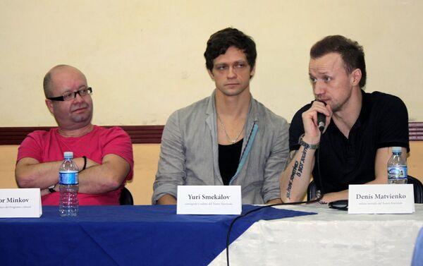 Victor Minkov, director artistico, el coreógrafo Yuri Smekálov y el solista Denís Matvienko - Sputnik Mundo