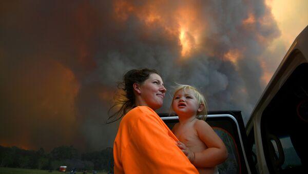 Los incendios forestales en Australia, fuera de control  - Sputnik Mundo