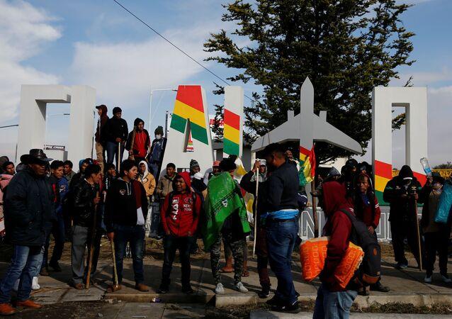 Manifestantes cerca del Aeropuerto Internacional El Alto (Archivo)