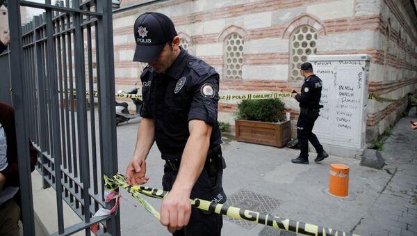 Policía cerca de la casa de Le Mesurier - Sputnik Mundo