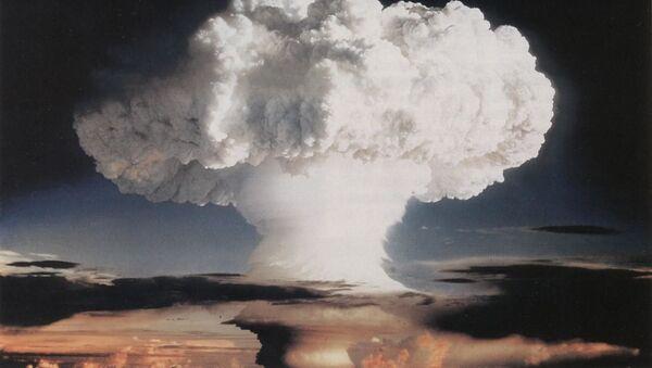 Ensayo nuclear realizado el 1 de noviembre del 1952 en la atmósfera sobre el atolón Enewetak - Sputnik Mundo