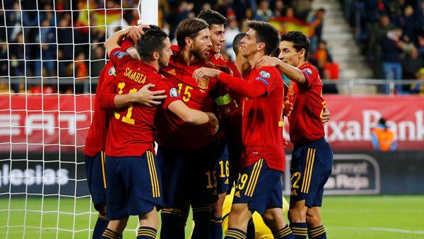 Jugadores de la Selección Española de fútbol celebrando un gol ante Malta - Sputnik Mundo