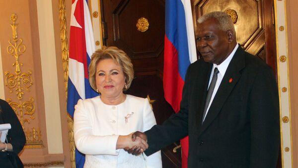 El presidente del parlamento cubano, Esteban Lazo, junto a la presidenta del Consejo de la Federación de Rusia, Valentina Matvienko - Sputnik Mundo