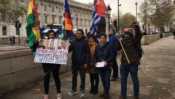 Protesta en Londres contra la presidenta de facto de Bolivia, Jeanine Áñez - Sputnik Mundo