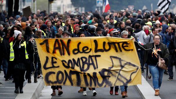 Protestas en Francia en el marco del aniversario del movimiento 'chalecos amarillos' - Sputnik Mundo