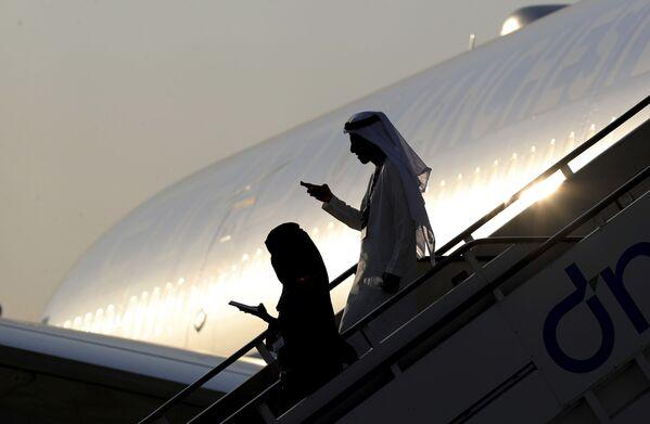 Los mejores momentos del salón aeroespacial internacional Dubai Airshow 2019  - Sputnik Mundo
