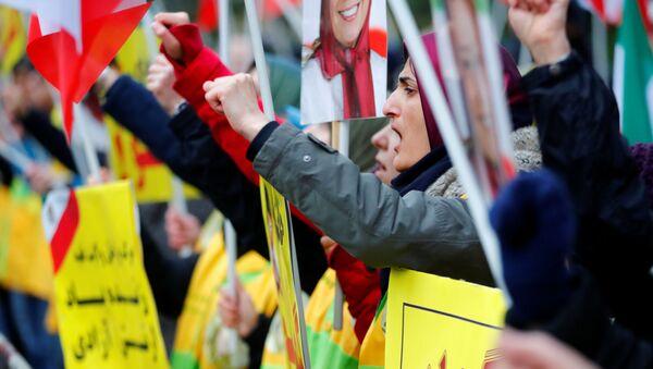 Una protesta en Berlín (Alemania) para apoyar a los manifestantes iraníes - Sputnik Mundo