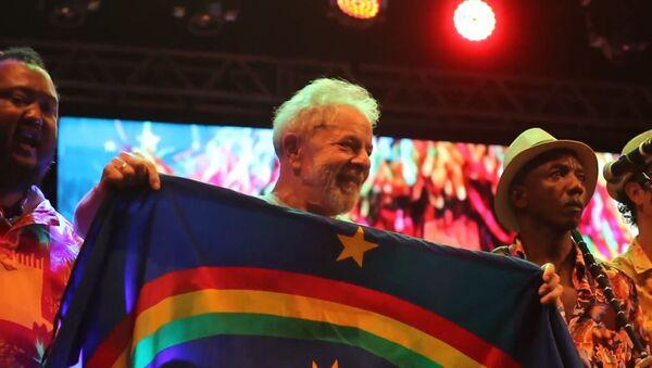 Lula se dirige a sus seguidores en un mitin multitudinario - Sputnik Mundo