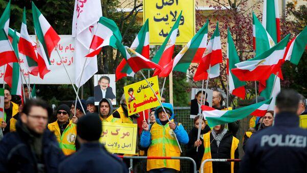 Las manifestaciones en Irán contra el aumento del precio de la gasolina - Sputnik Mundo