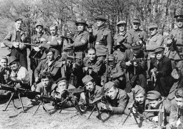 La segunda brigada guerrillera el Día de la Victoria