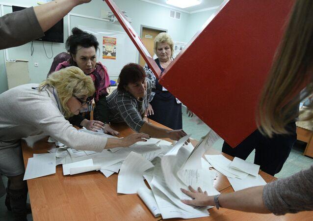 Conteo de votos tras las elecciones en Bielorrusia (archivo)