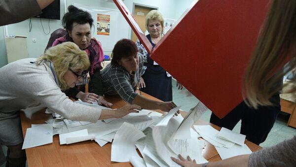 Conteo de votos tras las elecciones en Bielorrusia - Sputnik Mundo