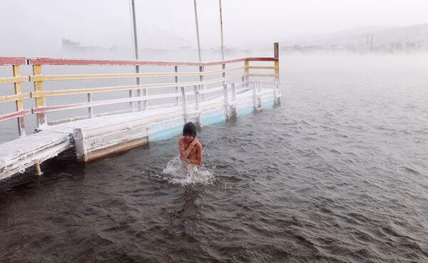 Открытие купального сезона моржей в Красноярске - Sputnik Mundo