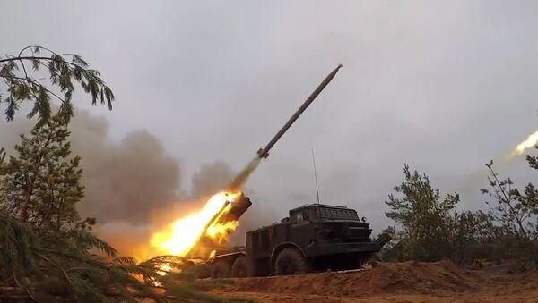 Las Tropas de Misiles y Artillería rusas ponen toda la carne en el asador en su gran día - Sputnik Mundo