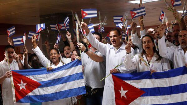 Médicos cubanos  - Sputnik Mundo