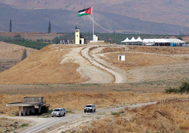 La bandera de Palestina en el Valle del Jordán
