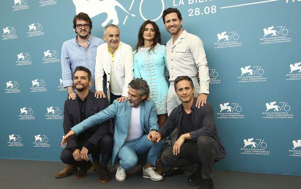 El equipo del filme 'Red Avispa' durante el estreno en la 76 edición del Festival de Venecia, Italia - Sputnik Mundo