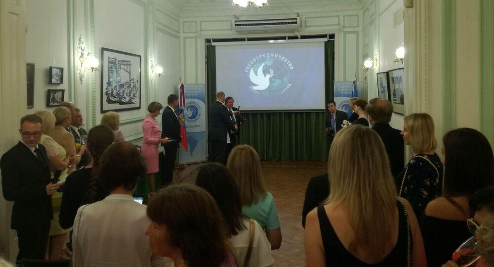 Acto de conmemoración de los 40 años de la Casa de Rusia en Buenos Aires con la presencia de su directora, Olga Murátova, y el embajador ruso en Argentina, Dmitri Feoktístov