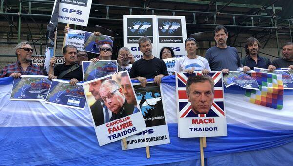 Veteranos y familiares de excombatientes de la guerra de Malvinas (1982) se manifiestan frente a Cancillería argentina - Sputnik Mundo