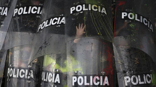 Escudos de la Policía durante una manifestación estudiantil en Bogotá, Colombia, en octubre de 2019 - Sputnik Mundo