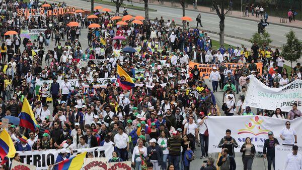 Las protestas durante el paro nacional en Colombia - Sputnik Mundo