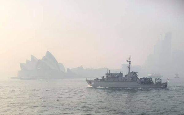 Humo de los incendios sobre la bahía de Sidney, Australia - Sputnik Mundo