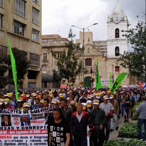 Las imágenes del paro en Bogotá que marcaron el histórico 21N en Colombia - Sputnik Mundo