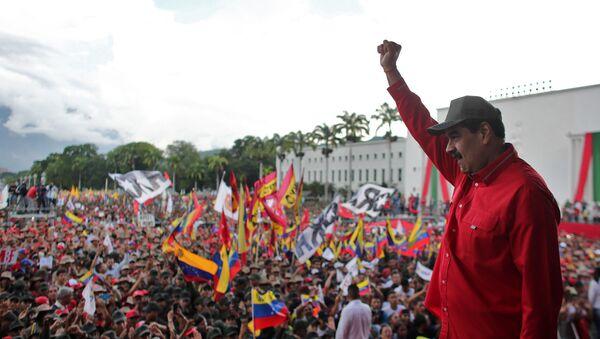 El presidente de Venezuela, Nicolás Maduro, durante una concentración de estudiantes en Caracas - Sputnik Mundo