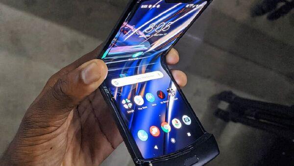 Razr, el nuevo móvil plegable de Motorola - Sputnik Mundo