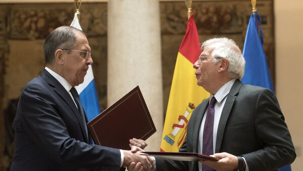 El ministro de Exteriores de Rusia, Serguéi Lavrov, junto a su homólogo español, Josep Borrell - Sputnik Mundo