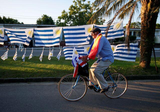 Banderas de Uruguay y del partido Frente Amplio